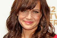 Carla-gugino-gorgeous-makeup-for-warm-brown-hair-side